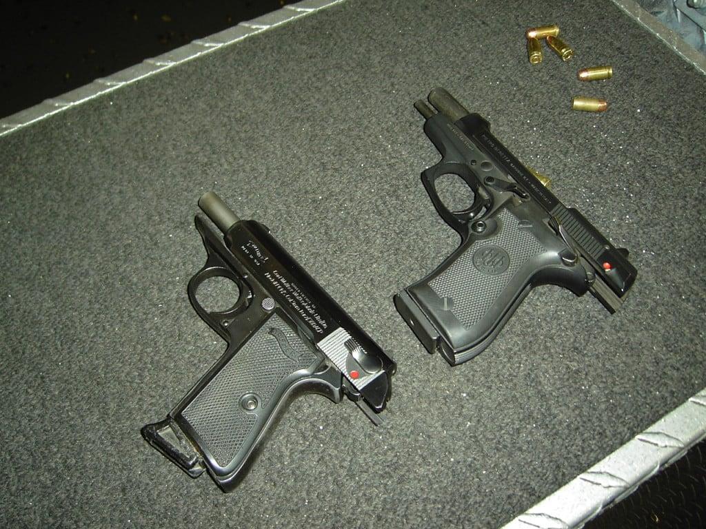 ベレッタM84とワルサーPPK