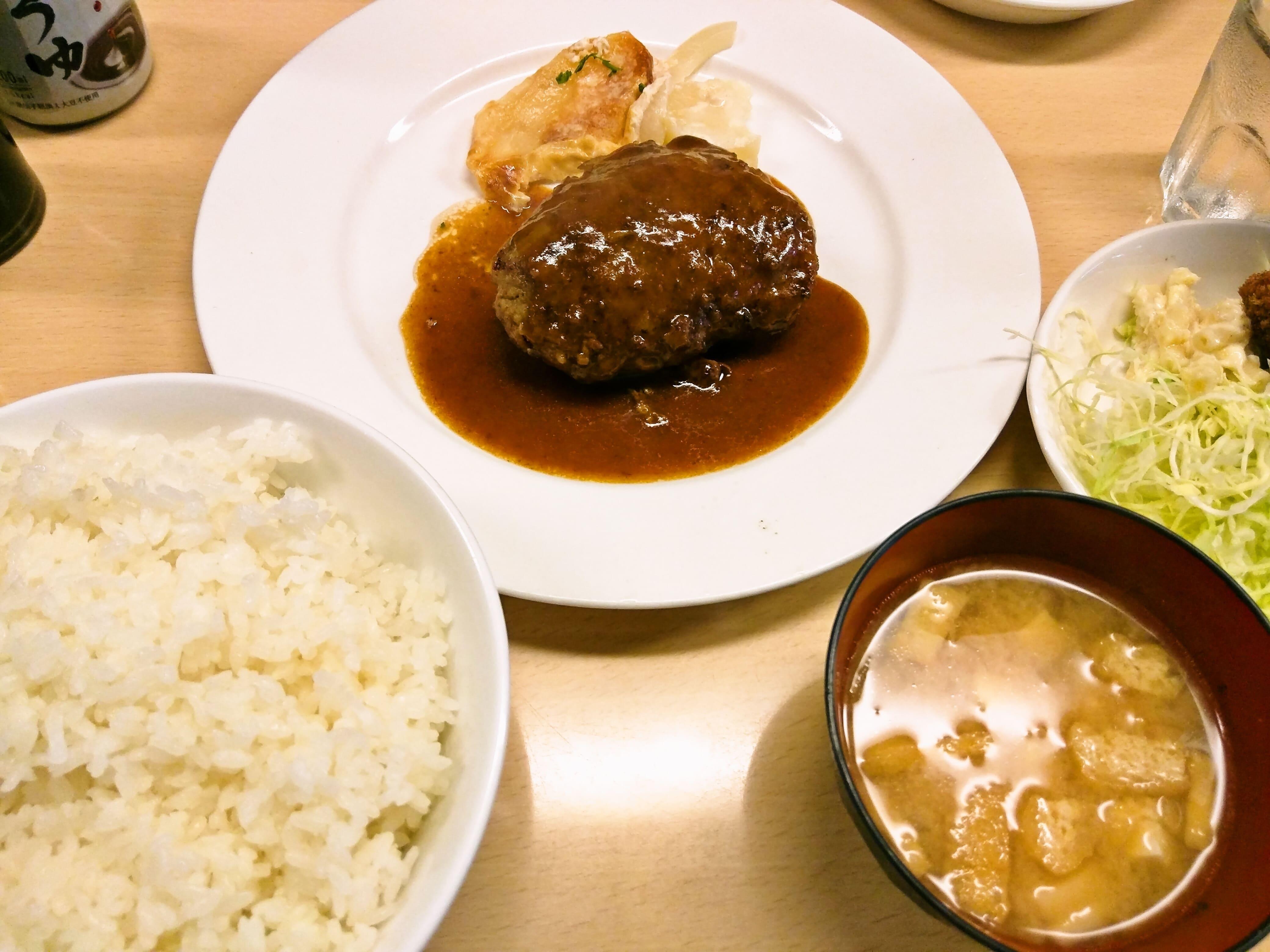 大人気の洋食屋のハンバーグ ~ 池袋 ウチョウテン(UCHOUTEN)