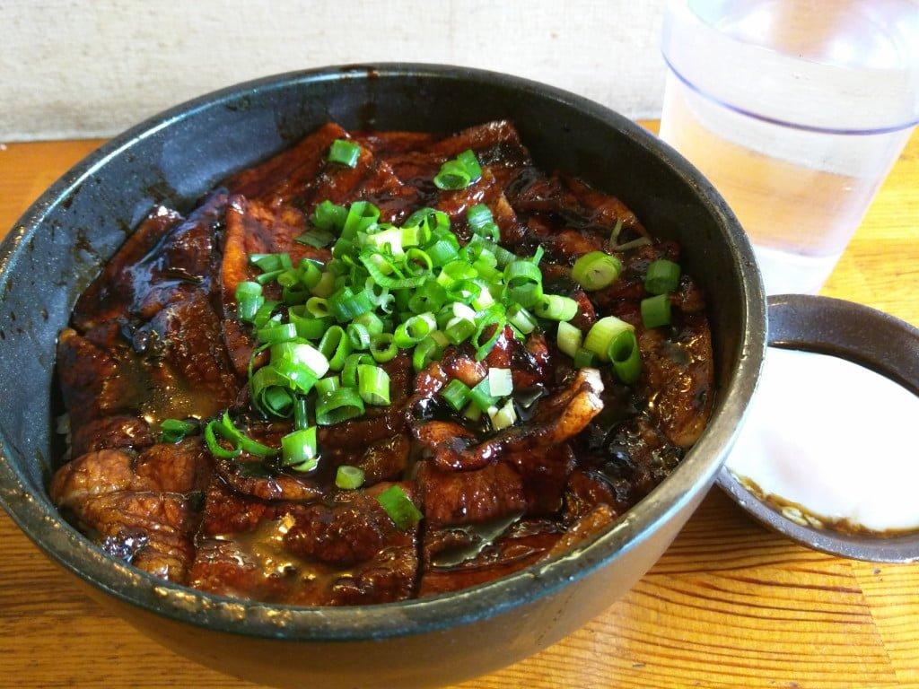 ガッツリな帯広スタイルの炭火焼き豚丼 ~ 御茶ノ水 豚野郎
