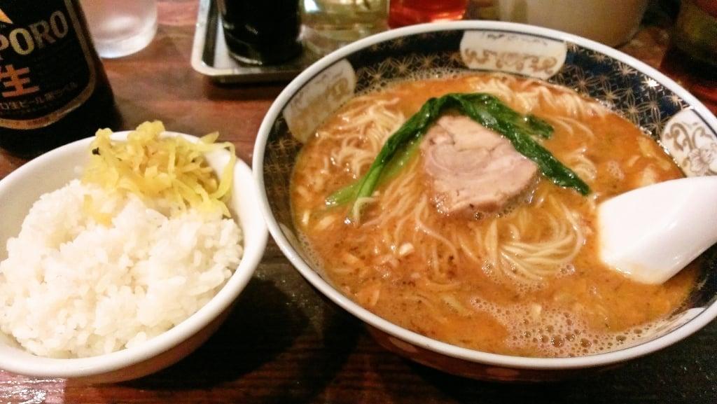 深夜食堂的なラーメン屋さん ~ 新富町 支那麺 はしご 入船店
