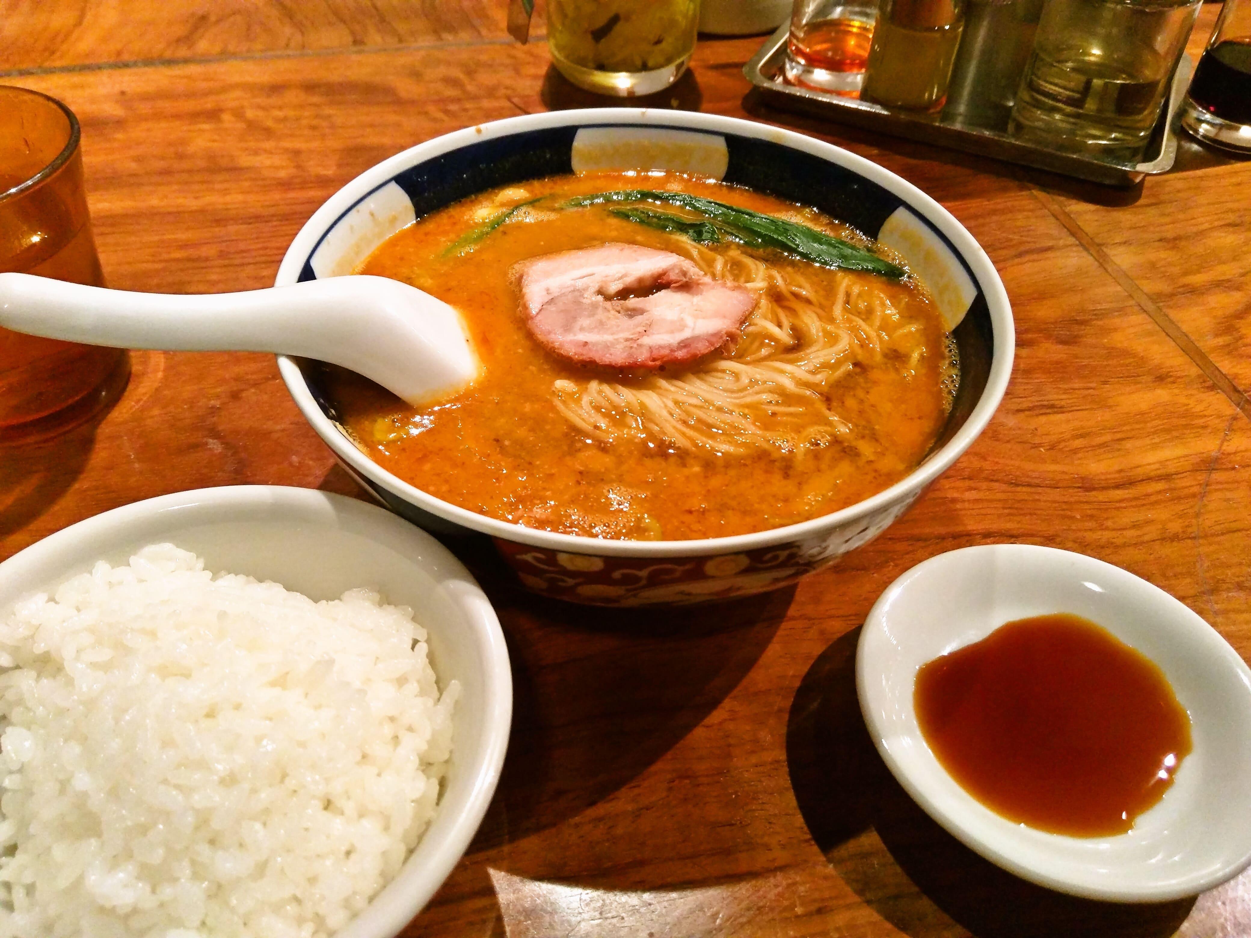 朝まで食べられる美味しい支那麺 ~ 銀座 はしご 本店