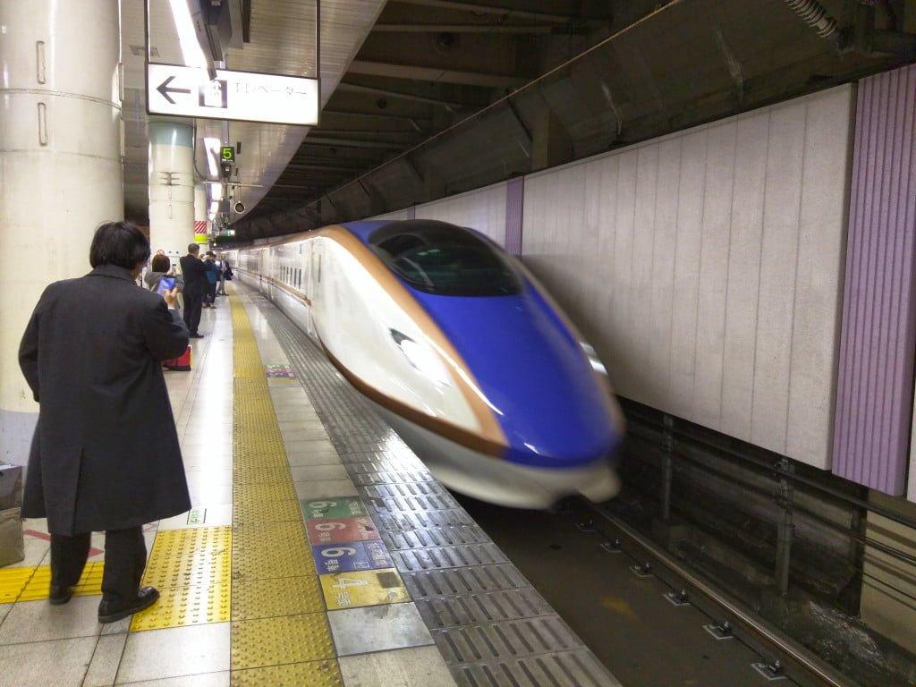 東京から富山まで一番パフォーマンスの良い移動手段は何か調べてみた