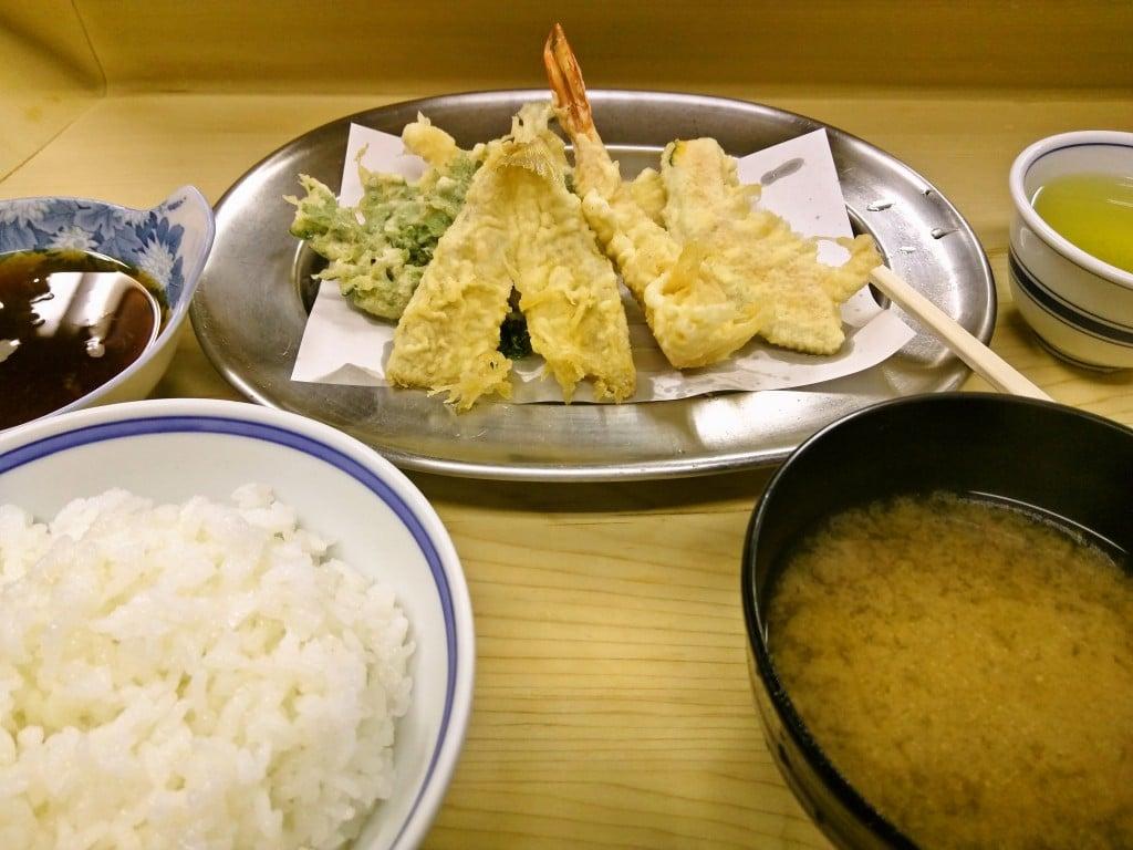 昔ながらの激安天ぷら定食 ~ 神保町 いもや 本店
