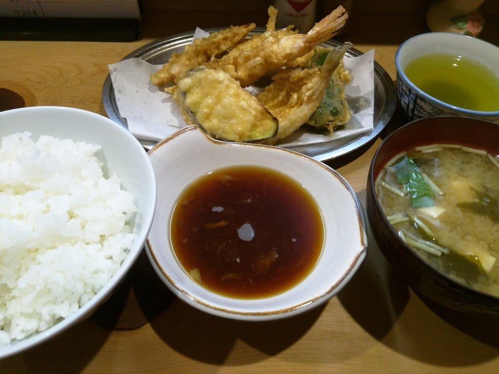 昔ながらの庶民の天ぷら定食 ~ 北千住 天婦羅いもや