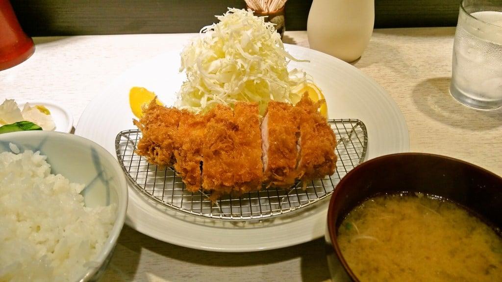 綺麗で人気のトンカツ屋 ~ 神田小川町 ポンチ軒