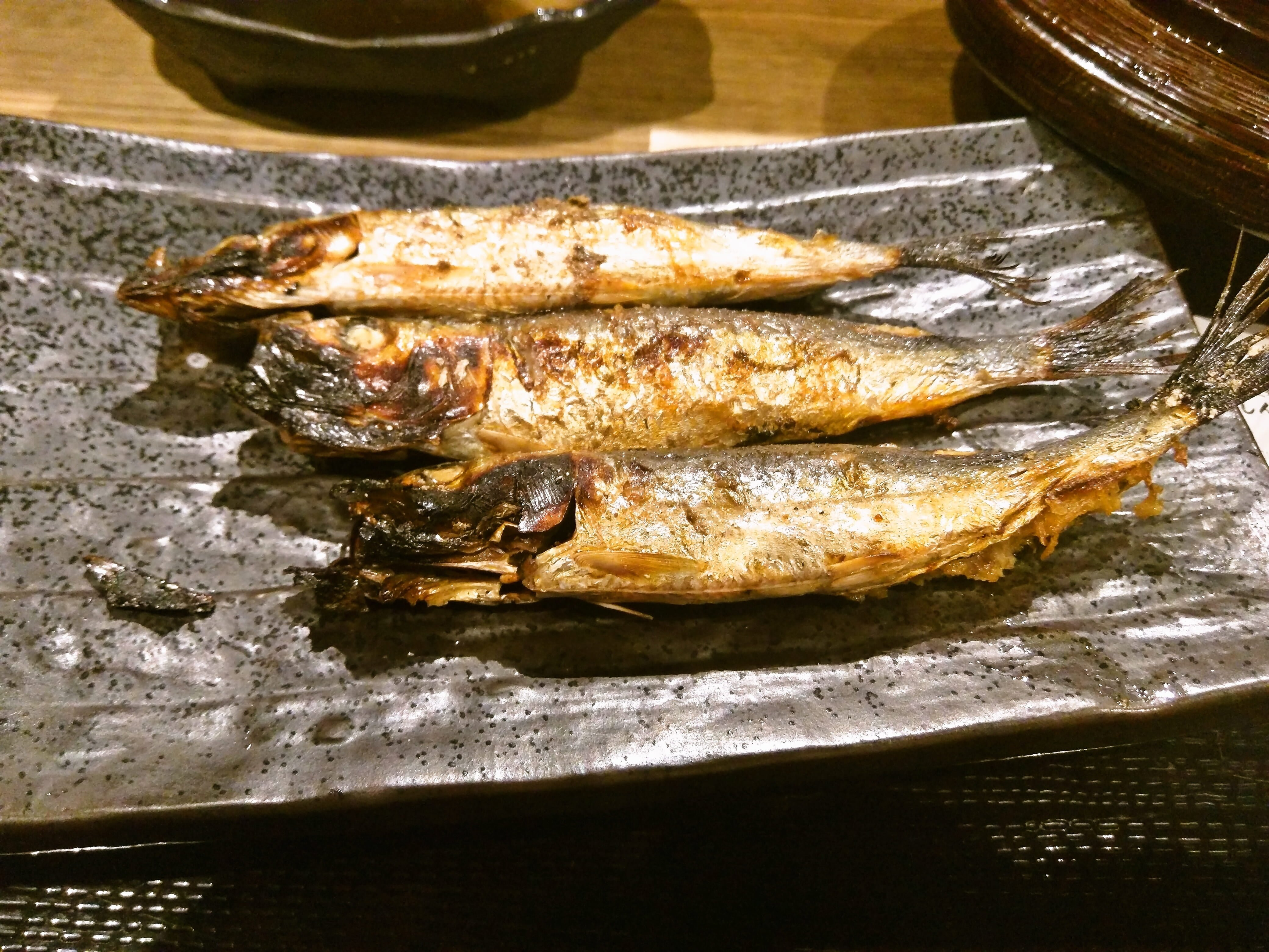 もっと評価されてもいい、安くて美味しい炭火焼き魚定食屋 ~ 田町・三田 しんぱち食堂 田町店