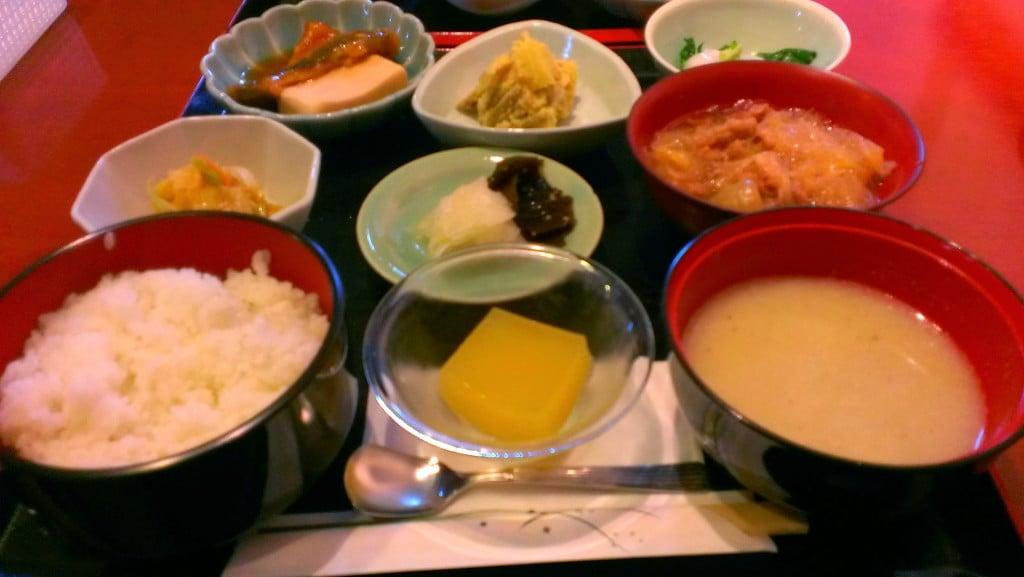富山駅前で激安ランチを食べるならココ ~ 富山市 しゅん家