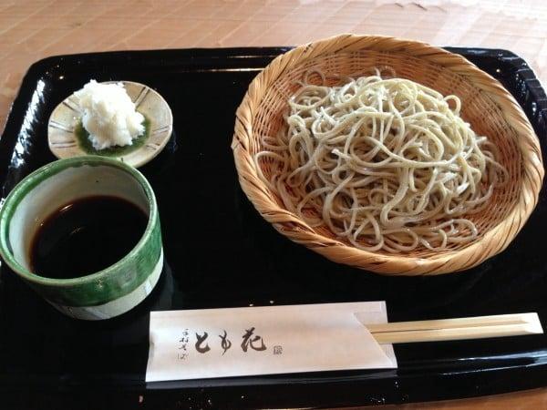河口湖では珍しい 本格的なお蕎麦屋さん ~ 富士河口湖 手打ち蕎麦とも花