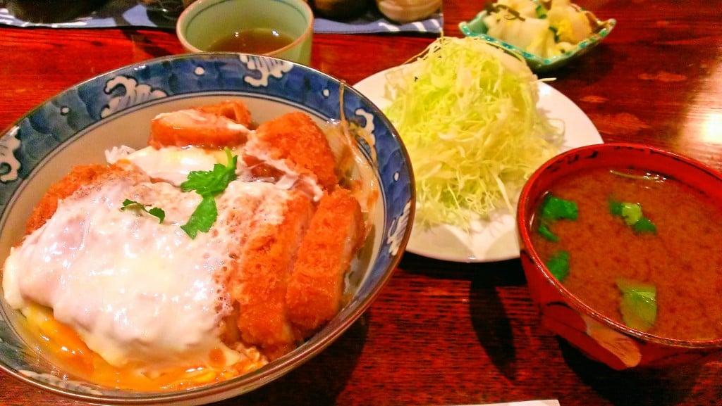 美味しいと評判の極上かつ丼 ~ 神田 とんかつ やまいち